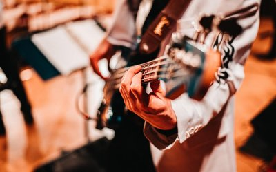 Guitar wrist pain: What to do (and what not to)